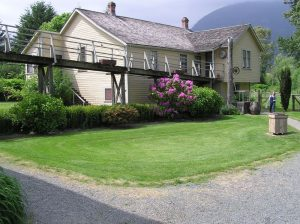 cottage from yard 01 13 2014